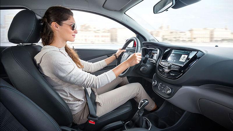 Học lái xe ô tô khó không?